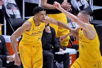 NBA》詹皇隊橫掃杜蘭特隊 字母哥「完美」拿全明星賽MVP