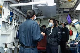 視察海軍艦隊 蔡英文:提升三軍聯合作戰能量