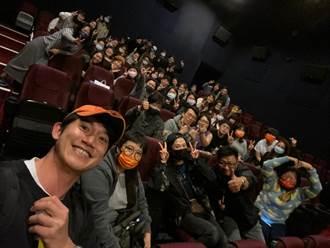 電影院驚見A咖男神 親民合照全場觀眾