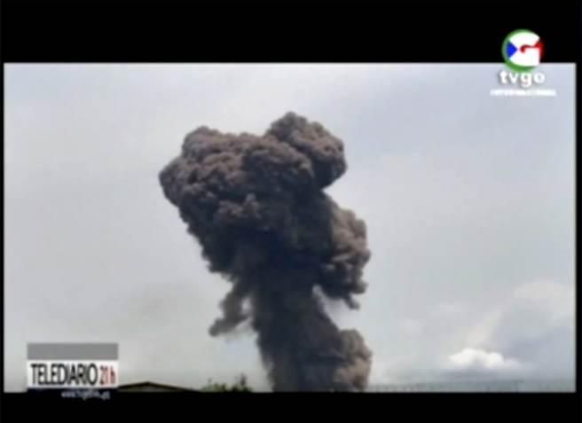 非洲國家赤道幾內亞巴塔市(Bata)一座軍營7日因為處理炸藥不慎而引發一連串爆炸,造成至少20人死亡、400人受傷。(圖/路透社)