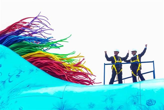 10公尺高的雨馬,演員可攀爬到高處表演。(鄧博仁攝)