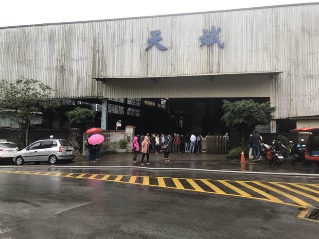 廠內人員約50名,已於第一時間全數疏散。(陳彩玲攝)