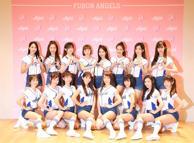 富邦悍將啦啦隊「Fubon Angels」16位成員今天出席春訓團練暨媒體見面會。(富邦悍將提供)