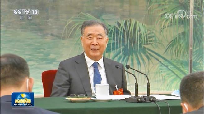 中共中央政治局常委、全國政協主席汪洋7日參加人大台灣代表團審議。他指出,台海形勢依然嚴峻複雜,風險挑戰不可低估,但主動權和主導權始終在大陸這一邊。(央視新聞聯播截圖)