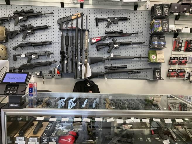 民主黨將再次提出更嚴格的控槍法案,要求賣槍者必須對購槍者有更確實的身分查核。(圖/美聯社)