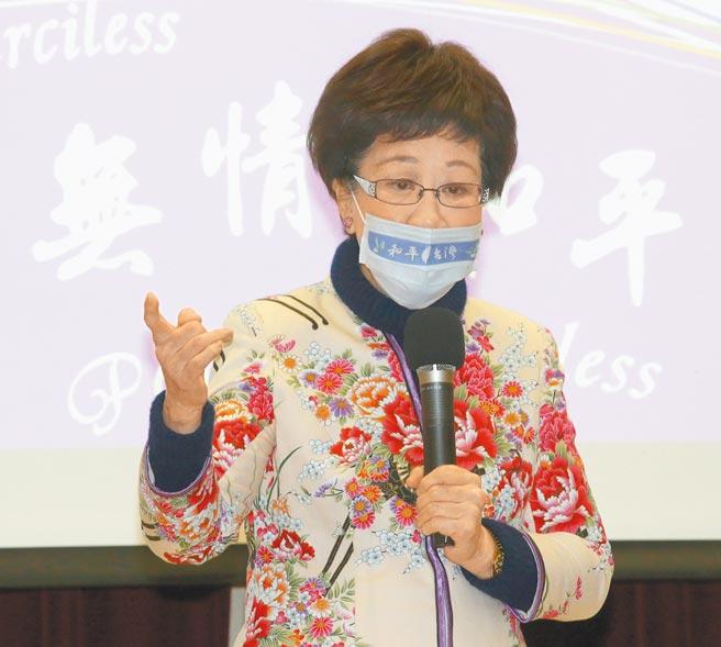 前副總統呂秀蓮7日出席「2021婦女和平論壇」,提出雙兩岸關係及統合新思維,並呼籲兩岸用一個中華來取代一個中國。(陳君瑋攝)