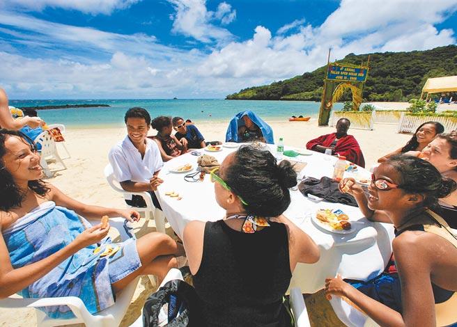 有旅行業者私下表示,受疫情影響,若帛琉旅遊泡泡成行,將比以往團費提高約1萬5000元至2萬元不等。圖為帛琉。(美聯社)