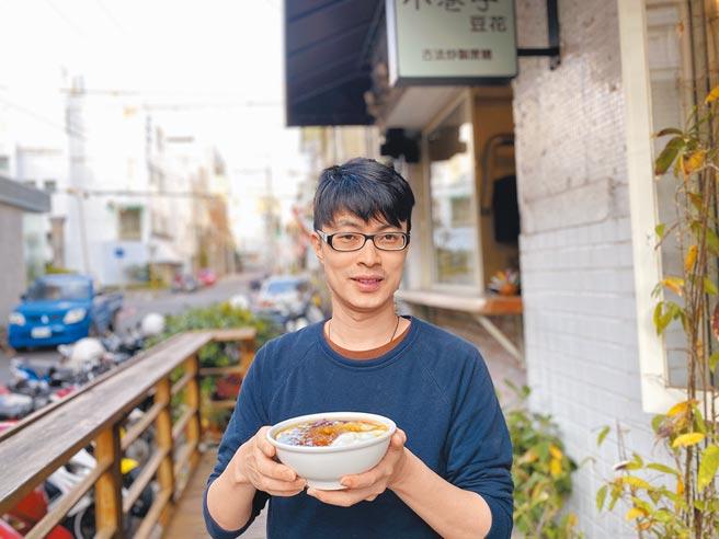 「小巷子豆花」老闆曾子晉說,生活有老鄰居陪伴,還是很有人情味。