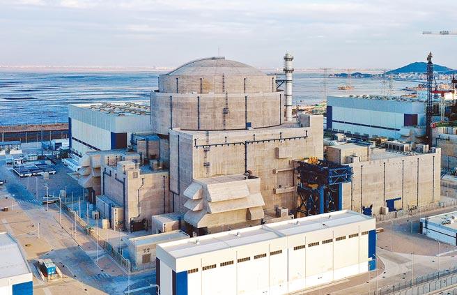 大陸總理李克強5日在政府工作報告中提出,在確保安全的前提下積極有序發展核電。圖為大陸自主研發的「華龍一號」核電機組。(中新社)