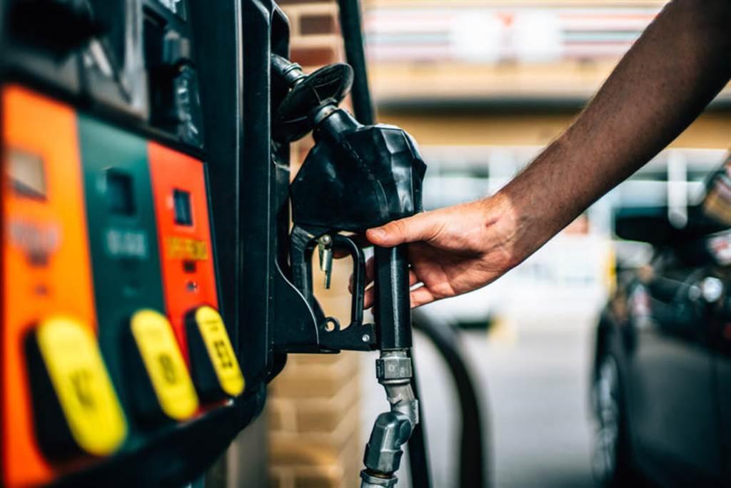 棄油轉電領先全美:加州佩塔盧馬市全面禁止新設加油站,要開就開充電站