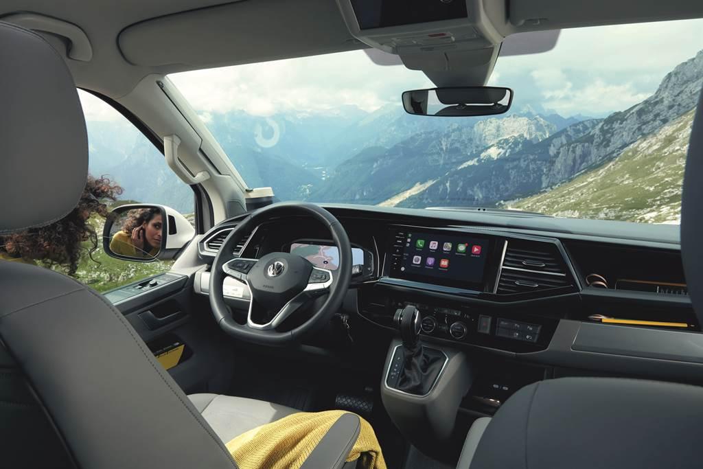 標配Active Info Display 10.25吋全邏輯數位化儀表板,提供駕駛多項功能選擇,科技化的操作介面讓駕駛有更直覺便利的數位體驗。