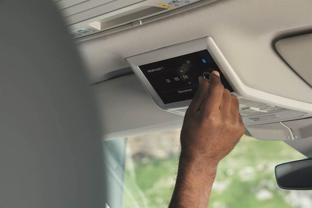 新增彩色液晶觸控面板,輕輕觸控即可快速掌握車頂帳伸縮、居住空間燈光、車身水平的狀態以及駐車暖氣控制等便利操作。