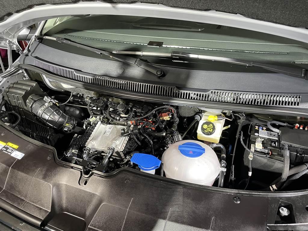 搭載2.0升柴油渦輪增壓引擎搭配4Motion四輪傳動,不只提供充沛動力,也具備越野性能,帶你上山下海!