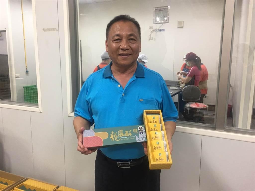 內門區農會總幹事洪輝煌表示,龍鳳酥能獲得新加坡民眾及iTQi評審的青睞,最主要是內門鳳梨及龍眼品質優良,才能讓民眾吃了之後願意一再回購。(林雅惠攝)