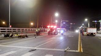 台中雾峰20岁骑士撞货车 满地碎片滑行衝人行道身亡