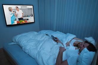 房間放電視會影響受孕?婦科醫生用A片神回網嗨了