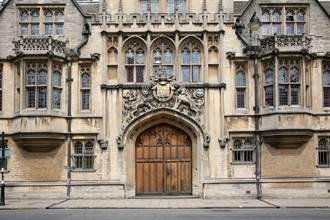 41歲牛津大學失業律師控告爸媽 動機太意外