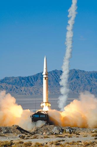 英擬派戰機 演練摧毀中俄衛星