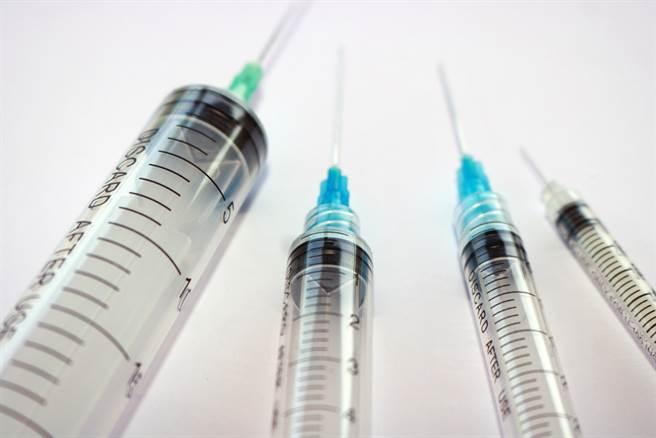 日本醫院:以施打胰島素針筒接種疫苗 可多打幾次。(示意圖/達志影像shutterstock提供)