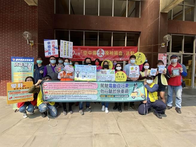警广台中分台9日举办「空中传爱、挽袖捐血」活动。(冯惠宜摄)