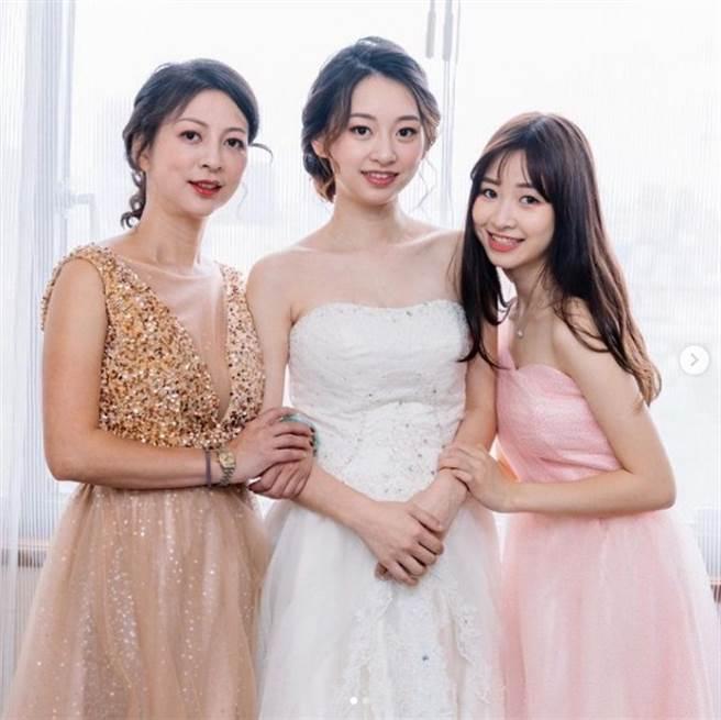 莊凌芸與媽媽、姐姐合影成追憶。(圖/ling__10.9 IG)