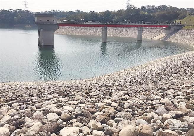新竹地區水情拉警報,本月4日起將實施第1階段限水,圖為寶二水庫。(資料照片 陳育賢攝)