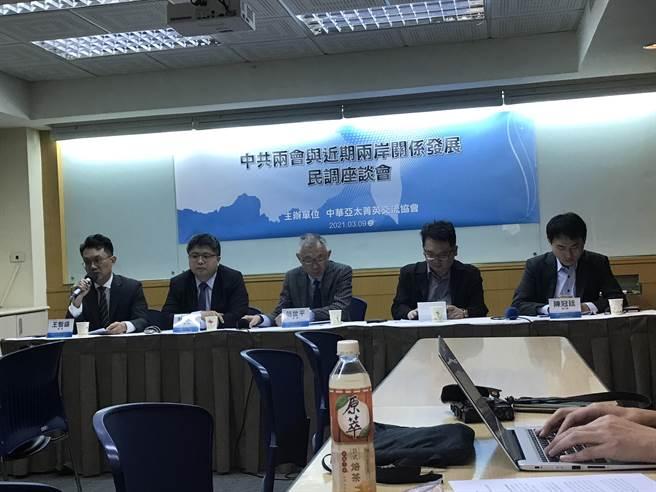 中華亞太菁英交流協會今召開「中共兩會與近期兩岸關係發展」民調記者會。(曾薏蘋攝)