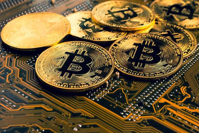虛擬貨幣熱潮重燃,比特幣升破5萬4千美元,市值重返1兆美元。(圖/達志影像提供)