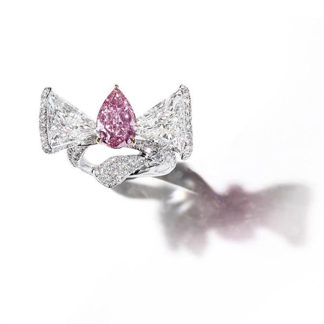 美鑽是來自上帝的禮物,CINDY CHAO粉鑽緞帶戒指,主逾3克拉粉紅鑽。(CINDY CHAO提供)