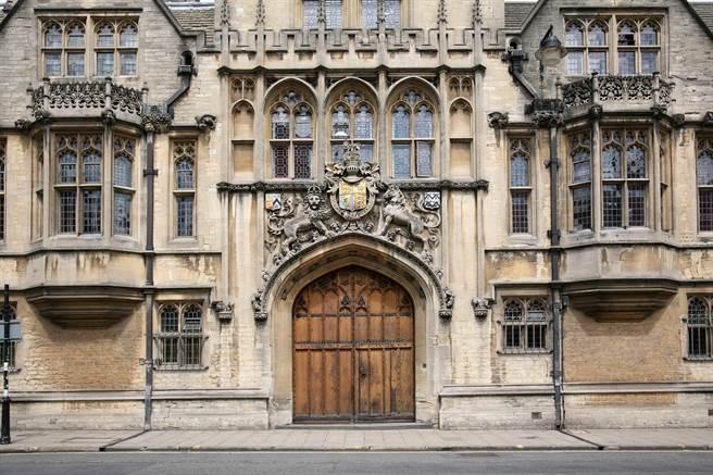 英國名校牛津大學布雷齊諾斯學院(Brasenose College)的外觀。(達志影像/Shutterstock)