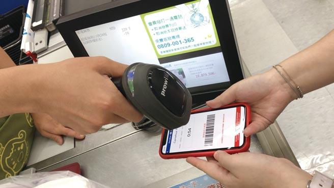 澳洲首創「消費者數據權」並應用在金融服務行業。圖為行動支付。圖/本報資料照片
