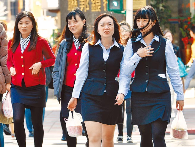 台湾女力崛起,万事达卡发布最新女性创业指数调查,台湾市场在亚太区拿下第4名,赢过邻近日本、韩国,图为上班族。(本报资料照片)