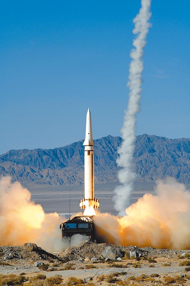 中共火箭軍在飛彈攔截上,扮演最關鍵角色。圖為飛彈發射瞬間。(中新社)