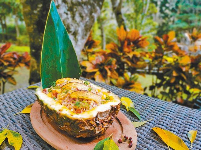 太魯閣晶英酒店的衛斯理西餐廳,在自助餐台上端出多道鳳梨料理,讓饕客大快朵頤。(太魯閣晶英酒店提供)