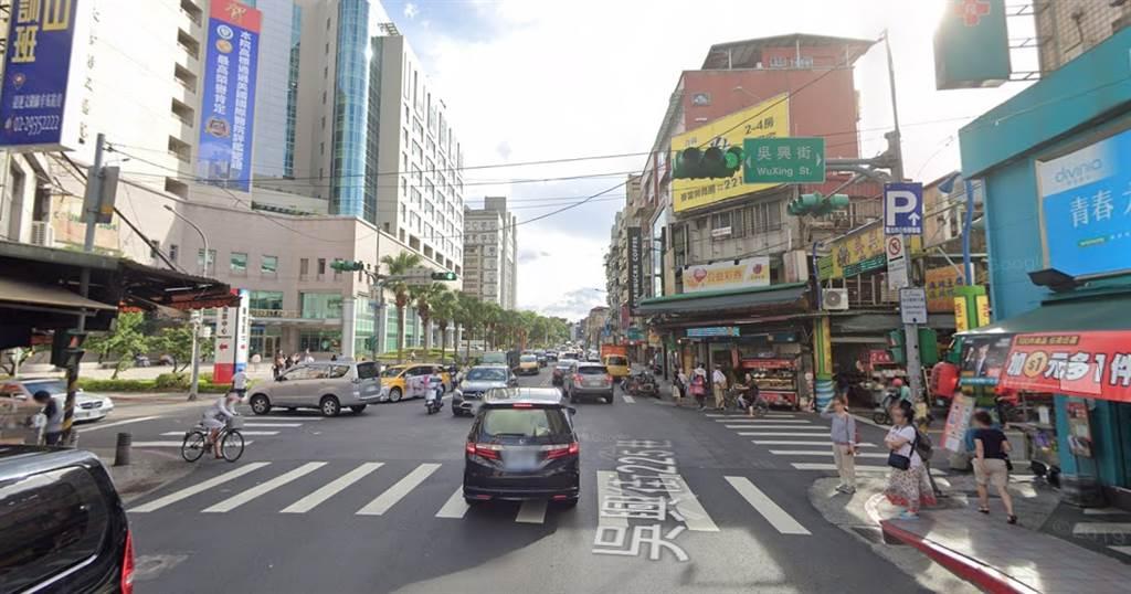 吳興街周邊路段房價約54.9萬,相較於信義區均價72.0萬,價差幅度23.8%。(翻攝自Google街景)
