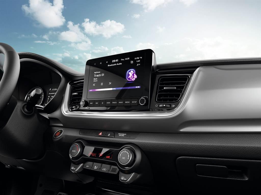 影音系統升級懸浮式8吋觸控主機,整合同級唯一的無線連結Apple CarPlay/Android Auto。