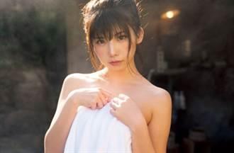 日本第一美女Coser泡湯突驚呼:啊!浴巾掉下 身材看光