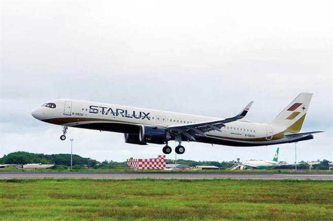 2019年10月,張國煒親赴德國漢堡驗收空中巴士A321neo,並自己開回台灣。(圖/桃機記者聯誼會提供)