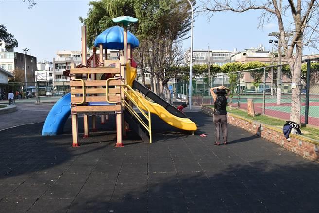頭份市忠孝公園內原有兒童遊樂設施將拆除改設長輩體能設備。(謝明俊攝)