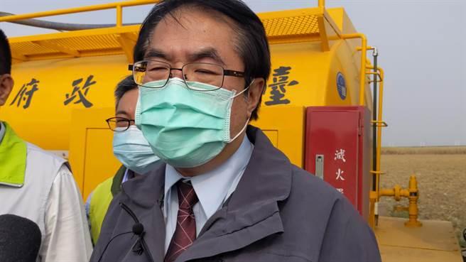 對於民眾對新冠疫苗存有疑慮,台南市長黃偉哲說以公衛專業角度來看,施打疫苗沒有問題。(莊曜聰攝)
