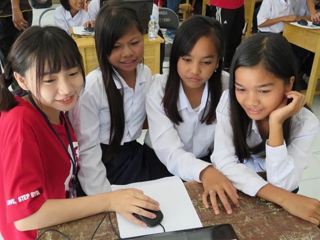 為推動聯合國永續發展目標(SDGs),朝陽國際志工落實大學社會責任,深獲肯定。(朝陽科大提供/林欣儀台中傳真)