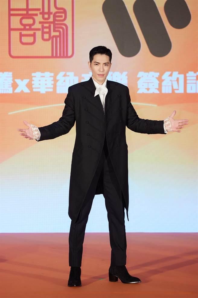 蕭敬騰第四度與華納續約,被封為「華語樂壇最專情的男子」。(華納音樂提供)