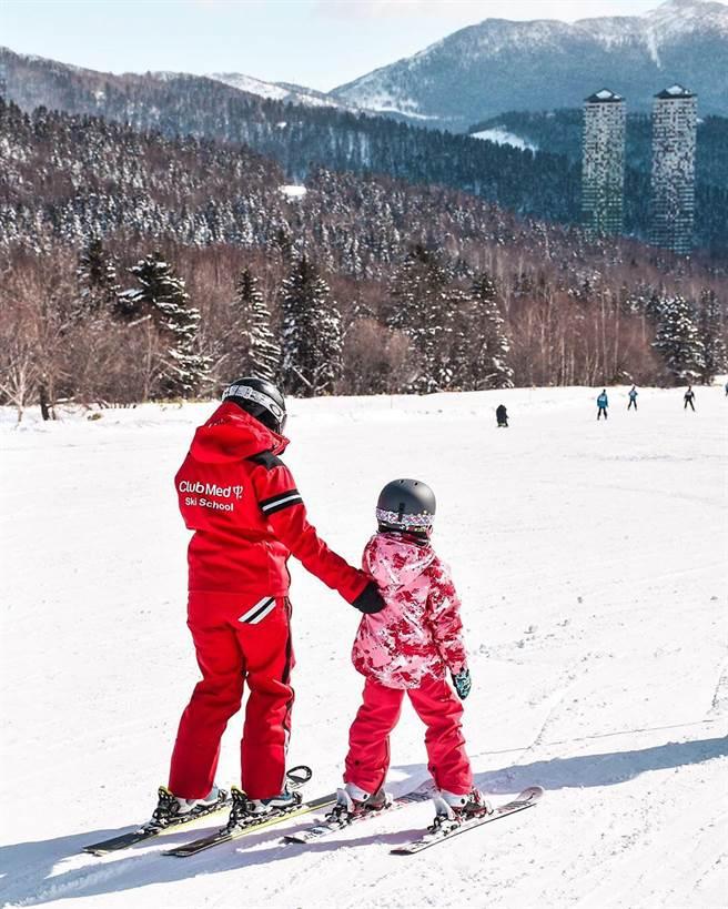 Club Med滑雪度假村提供房客免費的分層分齡滑雪教學。(Club Med提供)