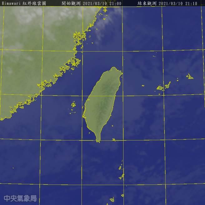 氣象局預報顯示,明(11)日東北季風減弱,除東半部地區有局部短暫雨,其他地區為晴到多雲。北部及東半部高溫約24至26度,中南部25至28度。(氣象局提供)