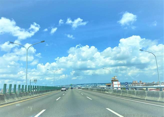 受惠台74號快速道路通車,帶動沿線的發展。(盧金足攝)