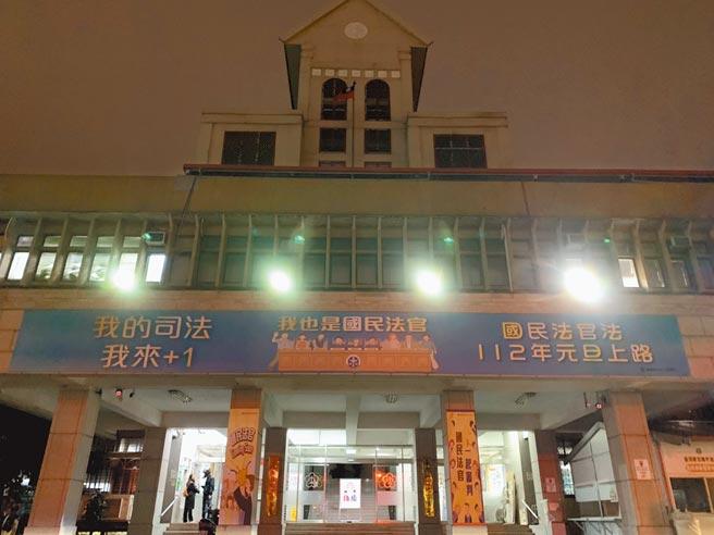 新北地檢署9日偵辦大陸公司挖角我IC人才案,漏夜偵訊19人,但業者認為陸方最想挖角台灣半導體人才。(蔡雯如攝)