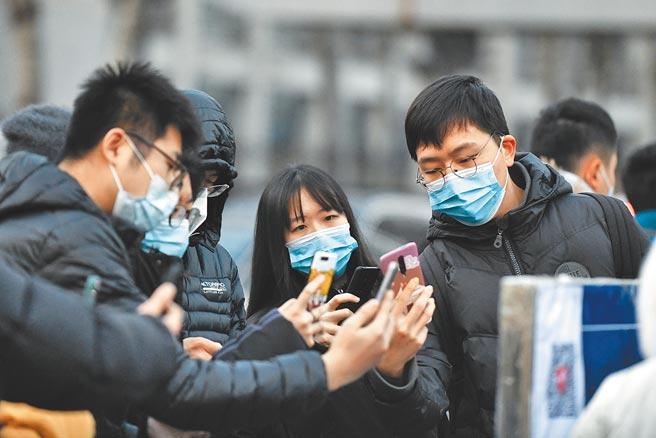 大陸搶在全球各國之先推出中國版「國際旅行健康證明」,形同在後疫情時代,大陸率先制訂「防疫護照」的遊戲規則,企圖心不言可喻。(中新社)