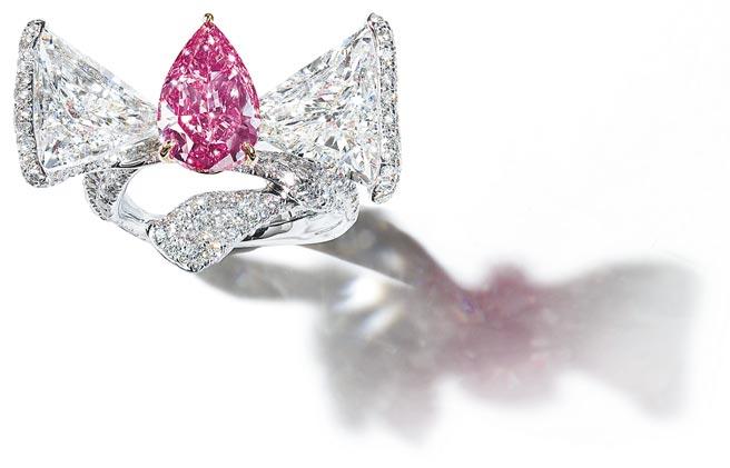 美鑽是來自上帝的禮物,CINDY CHAO粉鑽緞帶戒指,主石逾3克拉粉紅鑽。(CINDY CHAO提供)
