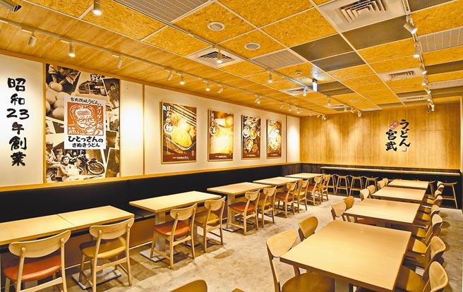 宮武西門旗艦店設計承襲日本原店氛圍,主張遵循日式SOP。(宮武讃岐烏龍麵提供)