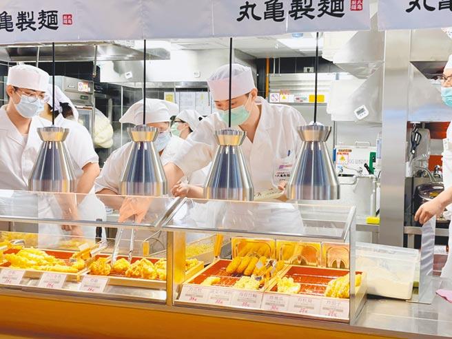 丸龜製麵皆設於百貨、賣場櫃位,目前並未設置街邊店。(丸龜製麵提供)